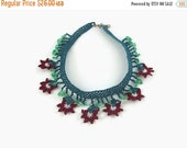 Gift For Mom Crochet Necklace Crochet Flower Necklace , Green And Burgundy Oya Lace Necklace Floral Jewelry, Unique crochet Jewelry, Boho Fa