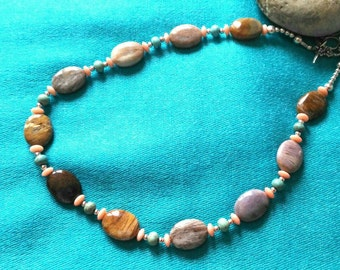 SLEEK pastel coloured choker: petrified wood,coral and turquoise.