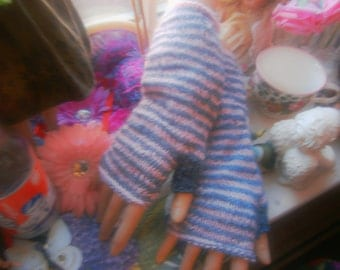 Woman's striped mitts