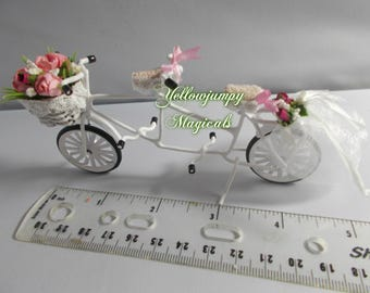 1/12th or 1/24th  Tandem suitable for a wedding cake topper or dollhouse