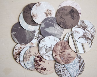 Lot of 25 matching round labels 3.8 cm baroque style