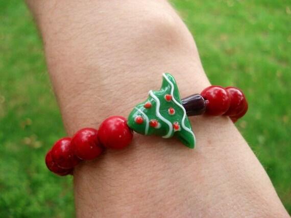Christmas Tree Bracelet, Holiday Bracelet, Christmas Jewelry, Lampwork Bracelet, Holiday Gift, Holiday Jewelry, Red Bracelet, Gift For Her
