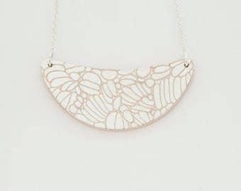 Necklace DAHLIA Pink - Engraved gold leaf -