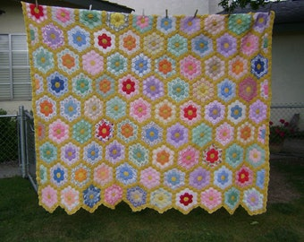 Quilt, Vintage Grandmothers Flower Garden, All Hand Sewn and Quilted, Gorgeous Piece of the Past