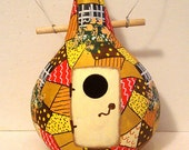 Gourd birdhouse with quilt pattern