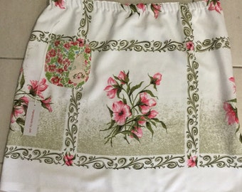 Tablecloth skirt with elastic waist for comfort  xl best to fit size 16-18 1950's fabric one of a kind