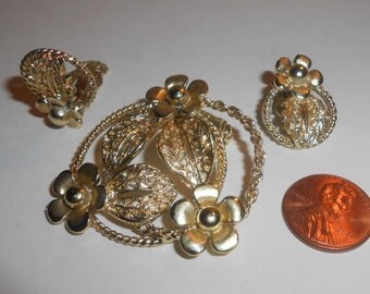 Vintage Gold Tone Open Work Filigree Look Floral Leaf Design - Wreath Style - Brooch and Matching Clip On Earrings
