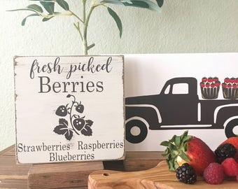 Fresh berries wood sign - Berry picking wood sign - Farmhouse Style wood sign