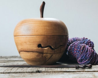 Wooden Yarn Bowl with top, Gift for her, Custom Yarn Bowl, Personalized Yarn Bowl, Wood Yarn Bowl, Wood Knitting Bowl