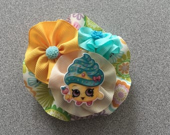 Round Hairbow with Resin Figure.