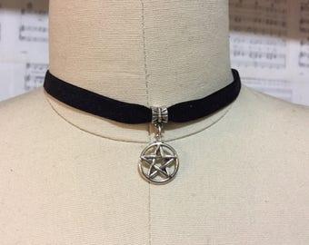 Pentagram Choker - Black velvet - Choker necklace - Vampire - Goth - Bat cave - Pentagram Pendant - Silver Pentagram - Wiccan