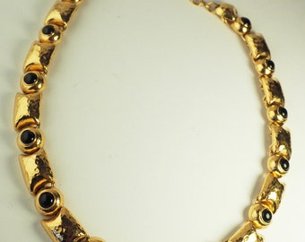 Gorgeous vintage Monet gold tone black stone necklace