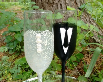 Bride and Groom Champagne glasses, Wedding Flutes,Toasting Wedding Glasses, Pearl, lace -- Hand Painted and Decorated -- Set of 2