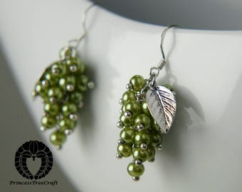 Grapes earrings with muscat grape green glass pearls