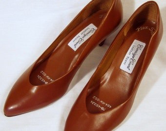 "Brown Leather Kitten Heels, 2"" heel Pumps, size 7B, by Carriage Court"