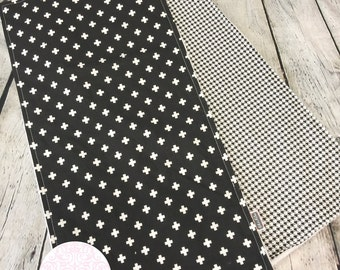 Set 2 burp cloths - black and white burp cloth -  baby burp cloths - newborn essentials - Baby shower gift - gender neutral - monochrome