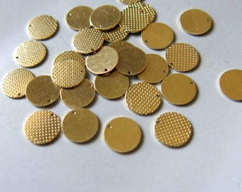 100pcs Raw Brass Round Charms, Pendants 7.5mm - F527