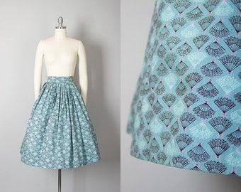 Vintage 1950s Skirt   50s Fan Novelty Print Cotton Blue Full Skirt (small)