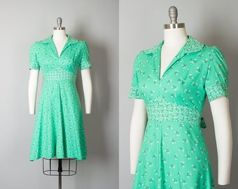 Vintage 1970s Dress | 70s Daisy Floral Print Cotton Day Dress Mint Green Sundress (small/medium)