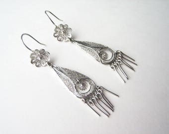 Vintage sterling silver filigree earrings, silver fringe earrings, filigree fringe, Boho silver earrings, silver filigree flower, long drops