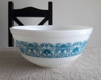 "Pyrex Horizon Blue nesting mixing bowl #403 // blue on opal white design, art deco ""blue deco"" floral design, retro kitchenware, bakeware"