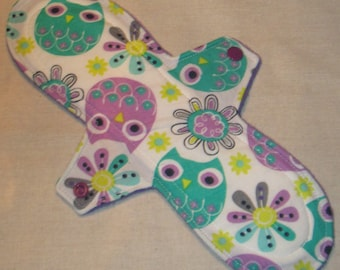Purple 'n Turquoise Owls 11 in. Moderate Cloth Pad
