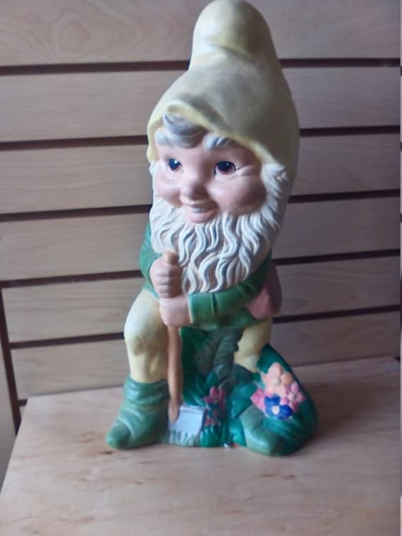 Gnome In Garden: Large Outdoor Garden Gnome Shoveling Outdoor Garden Statue