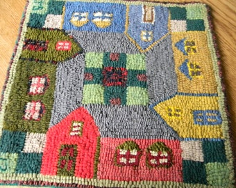 Hand Hooked Wool Table Mat/Wall Hanging