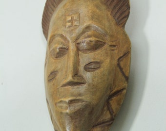 "Vintage Small Wooden African Mask, Oval 9"" Wood Carving"