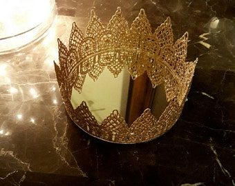 Decorative crown tray/candle holder