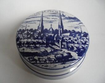 Delft porcelain box with lid,lidded box,Delft blue porcelain lidded box,city of Essen,handmade for Friedrich Krupp,handpainted porcelain