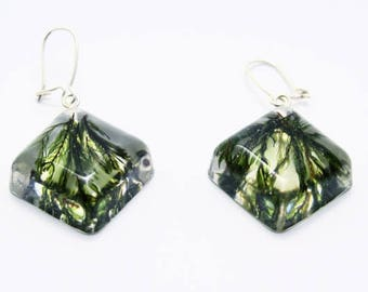 Square earrings with green moss