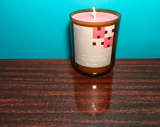 Heitlinger Pinot Meunier bottle with a Grapefruit Soy candle