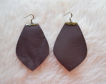 Jené Earrings in Maroon Leather and Bronze