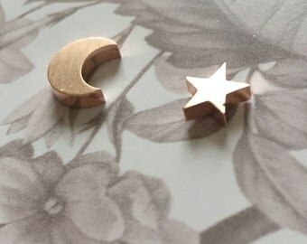 Moon and Star Studs - earstuds with a moon and a star - rosegold - rock, minimal, trend, trendy, moon, crescent moon, star, stainless steel