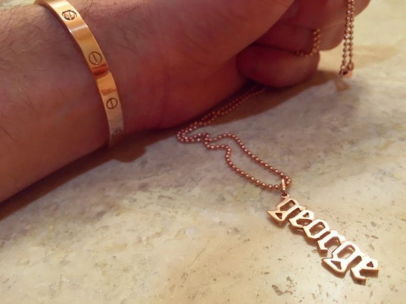 Hanging Name Pendant in 14k Gold