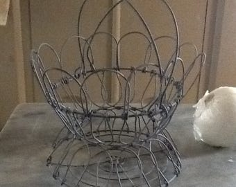 Antique Primitive Vintage Collapsible Wire Egg Basket with Handles Kitchen Country Farm Chicken