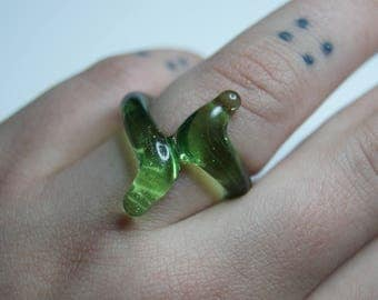 Green Stardust sparkly green glass ring, size 5