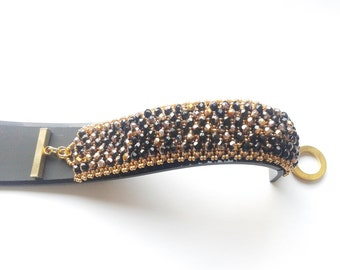 capricho bracelet, beadwoven bracelet, handmade bracelet, made in Italy bracelet, seed beads bracelet, fire polished round beads, black