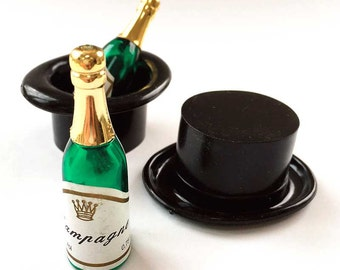 Top Hat Cupcake Toppers with Champagne bottles (6), New Years Eve cake toppers, Plastic hat cake picks, Miniature NYE cake decorations