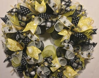 SALE Bumble bee wreath, bumble bee wreaths, bumble bee decor, bee wreath, bumblebee wreath, mesh bumble bee wreath, bumble bee mesh wreath,w