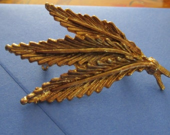 """vintage goldtone leaf brooch in new condition 2""""high x 1"""""""