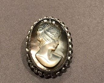 Vintage Carved Shell Cameo Pendant / Brooch