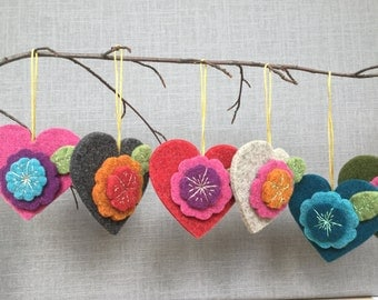 KIT to make a decorative woolen felt heart - perfect Valentine gift