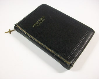 The Holy Bible Illustrated, Vintage Zippered Bible Containing The Old and New Testament, Vintage Black Bible, Vintage Travel Bible