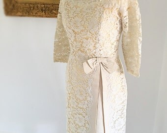 Vintage Ivory Lace Wedding Dress. 1950s Film-star Dress. Fabulous City Wedding Hourglass  Gown. Short Big Bow Wiggle Dress.
