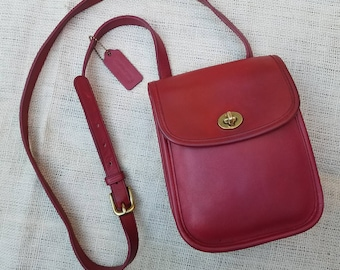 Vintage Classic Coach Scooter Mini Messenger Crossbody Bag Red Leather Shoulder Purse brass buckle and turn lock closure / serial 9978