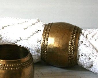 4 brass napkin rings gold napkin rings hammered metal napkin rings vintage brass tableware