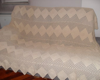 Cover for a bed or sofa, hand-knit with high-quality yarns