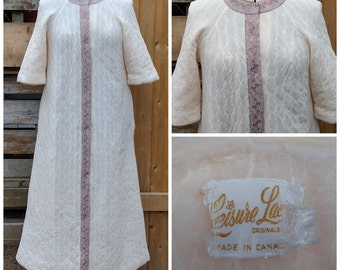 Vintage 1950's Beige Leisure Lace Full Length Quilted Robe / Dressing Gown With Pockets